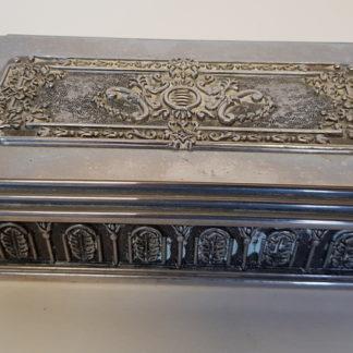 coffret en métal argenté